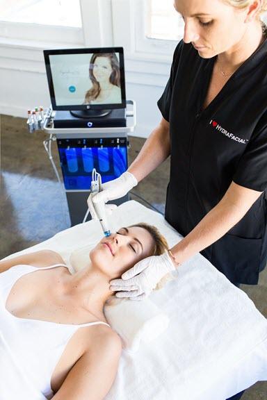 Hydrafacial image of treatement